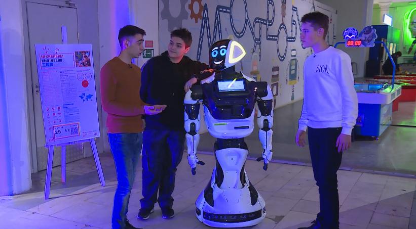 Робот - друг человека!